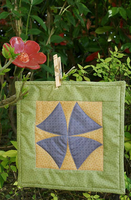 Mini quilt winding ways